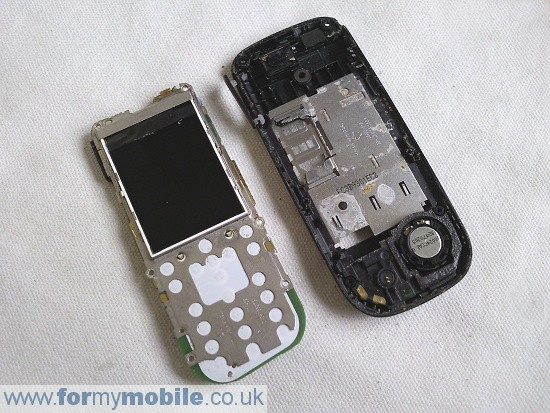 Nokia 2330 Classic disassembly stage 4