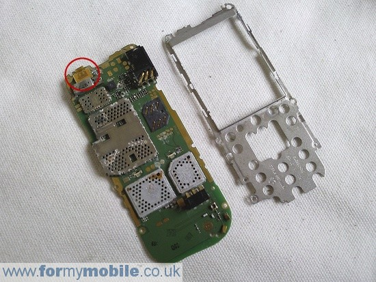 Nokia 2330 Classic disassembly stage 5