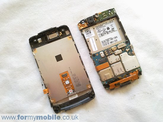 BlackBerry Storm2 9550 disassembly stage 9