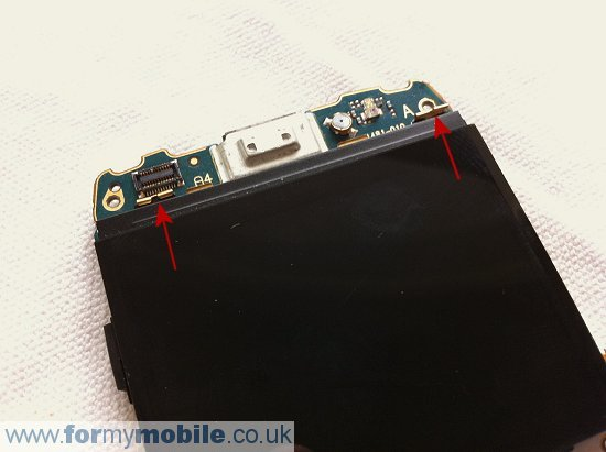 BlackBerry Bold 9700 disassembly stage 14