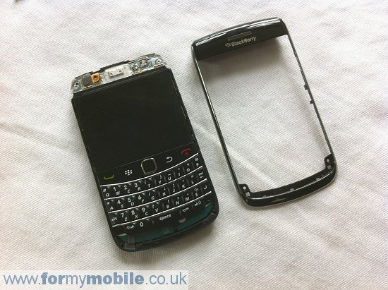 BlackBerry Bold 9700 disassembly stage 7