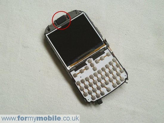 Samsung B3210 Genio QWERTY disassembly stage 6