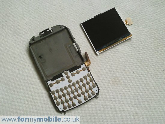 Samsung B3210 Genio QWERTY disassembly stage 9