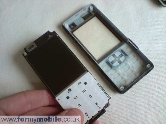 Sony Ericsson C702 disassembly stage 8