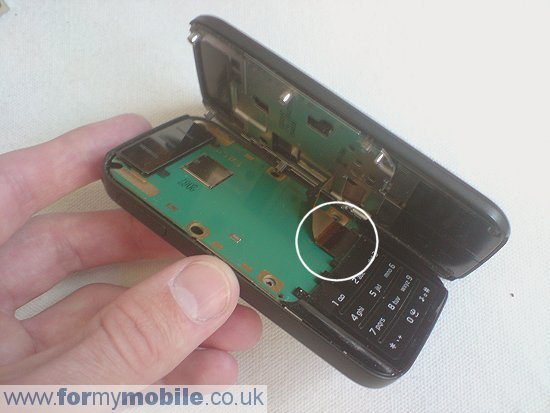 Nokia N85 disassembly stage 3