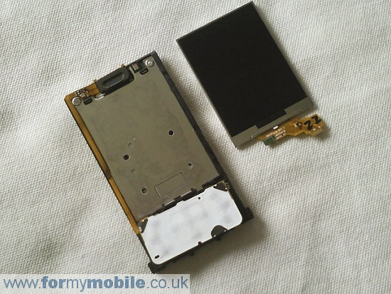 Sony Ericsson T715 disassembly stage 15