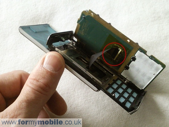 Sony Ericsson T715 disassembly stage 5